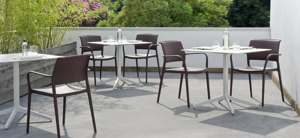 Chaise_Marron_Empilable_Restaurant_ARA